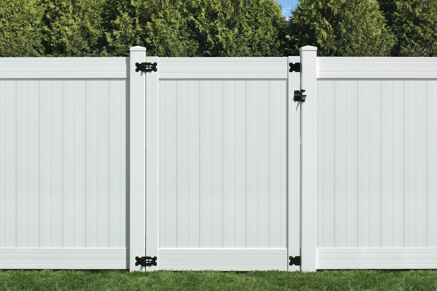 Sixth Avenue Building Products Wexford Privacy Fence and Gate - White